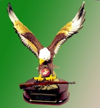 Flying Eagle holding an M1 Garand USMC pin