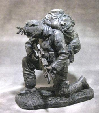 USMC kneeling to pray