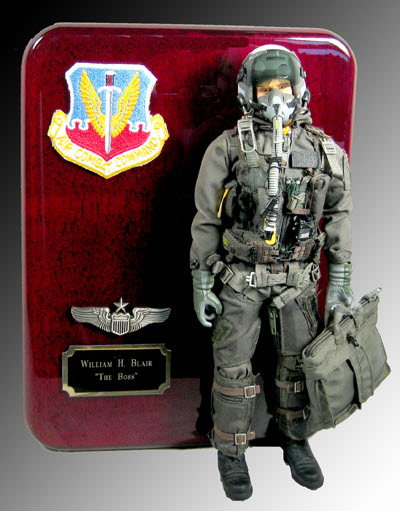 U.S.A.F. aviator in full dress plaque - Click Image to Close