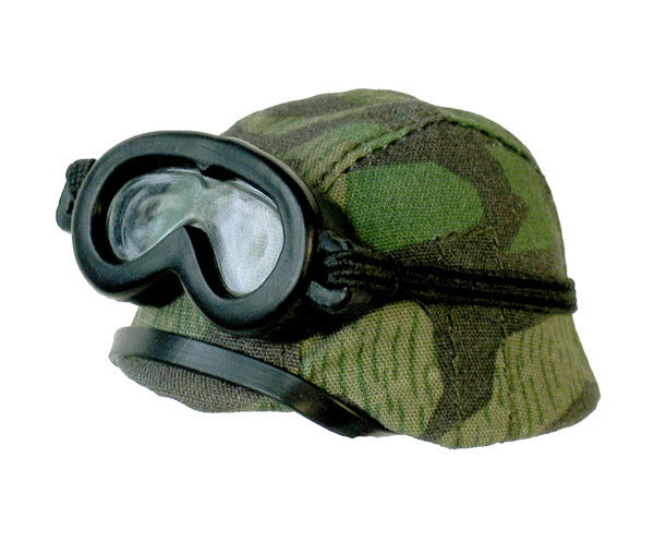 Woodland camo and goggles - Click Image to Close