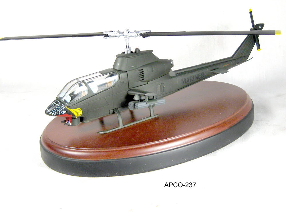 U.S.M.C. AH-1G Cobra Attack helicopter - Click Image to Close