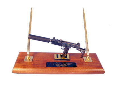 Israli Uzi with silencer - Click Image to Close