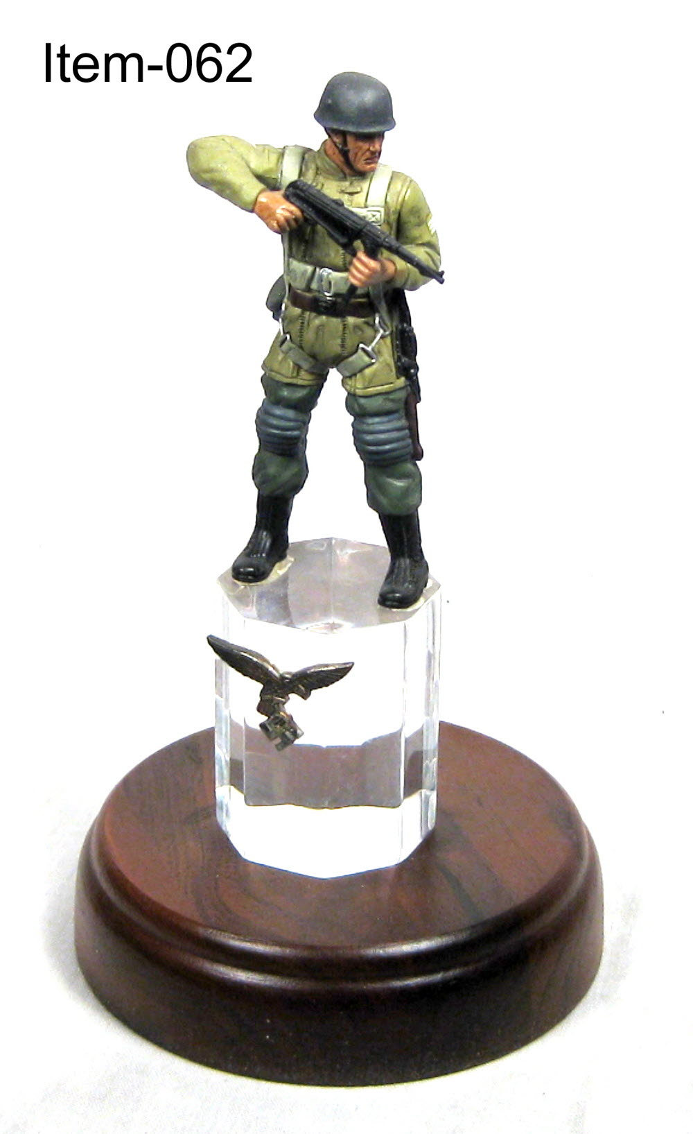 ww2 German paratrooper on acrylic base - Click Image to Close