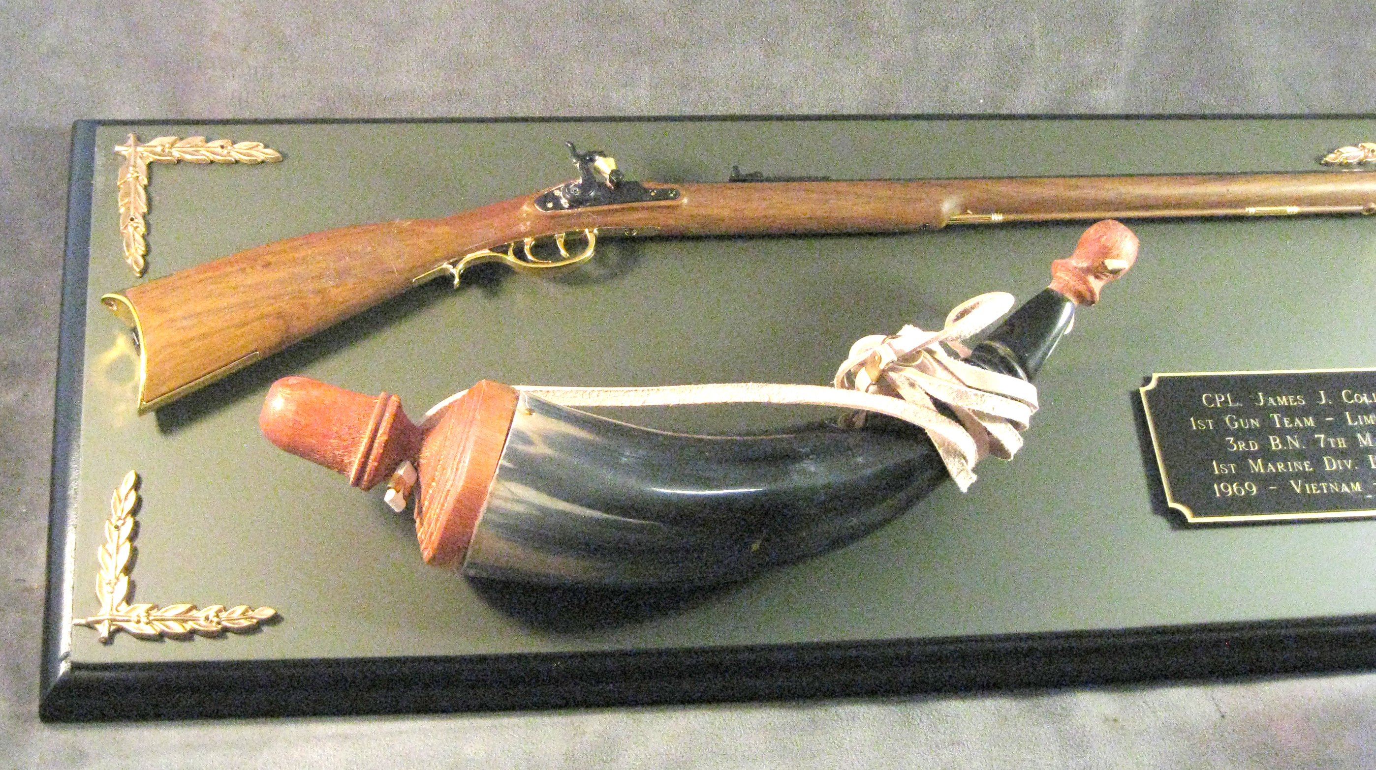 Award --1/3 scale Kentucky long rifle with powder horn - Click Image to Close