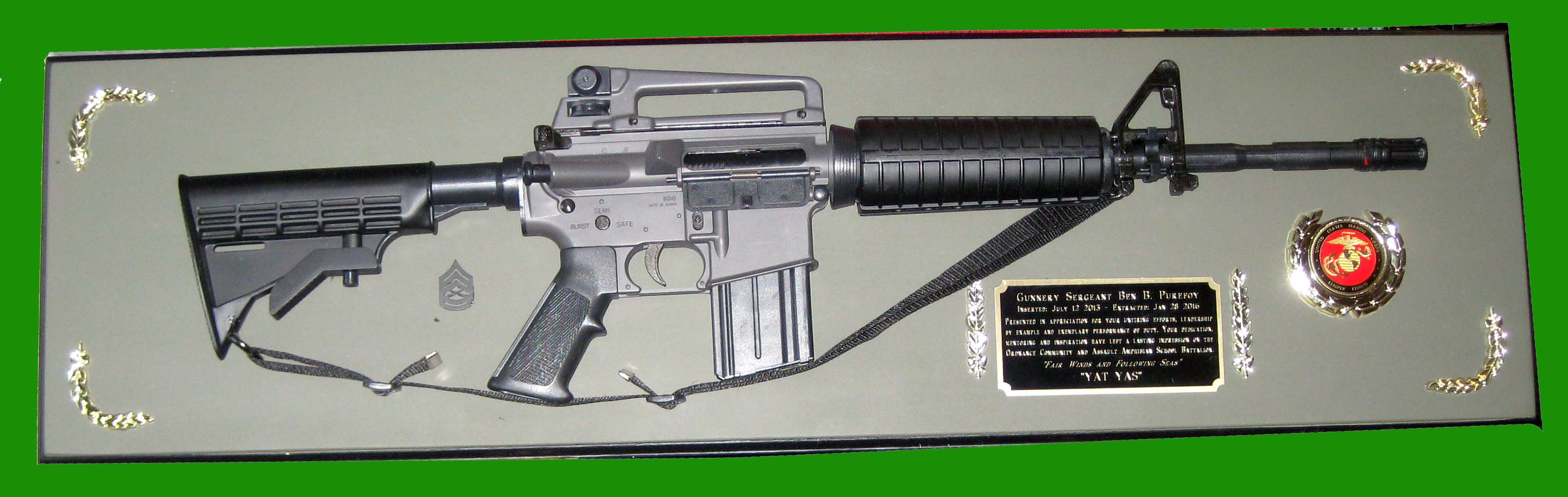 Award M4 rilfe full saize on wood board -- wall mount - Click Image to Close