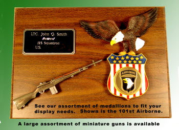 U.S.Army wood plaque with gun and eagle 101st Airborne - Click Image to Close