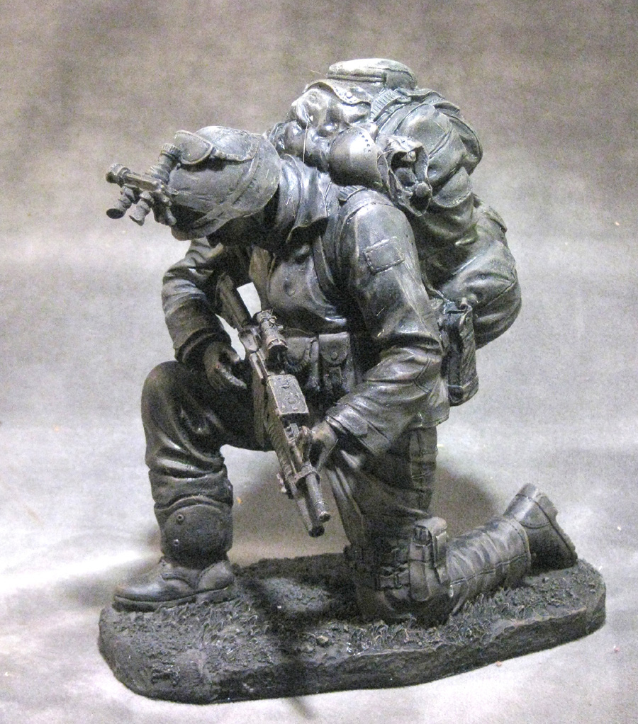 statue of soldier praying - Click Image to Close
