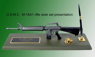 M16 A1 award presentation desk set - Click Image to Close