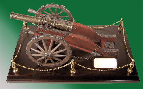 Old time cannon Cigarette lighter on display board - Click Image to Close